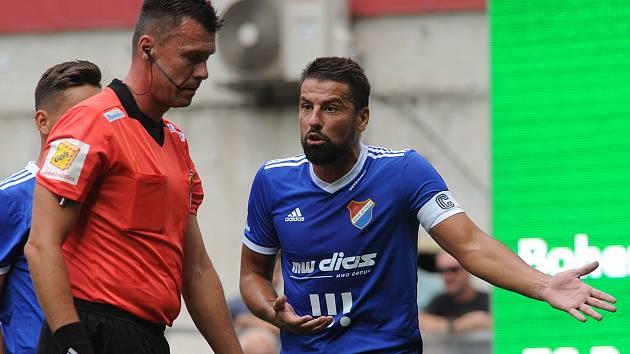 Častým diskutérem s rozhodčími je třeba Milan Baroš.