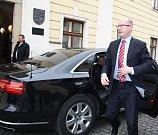 Český premiér Bohuslav Sobotka se při návštěvě Moravskoslezského kraje zhruba na půl hodiny sešel v Karviné s primátorem města Tomášem Hanzlem a dalšími členy nejužšího vedení radnice.