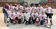 Staří Bejci opanovali druhý ročník karvinské Amatérské hokejové ligy.