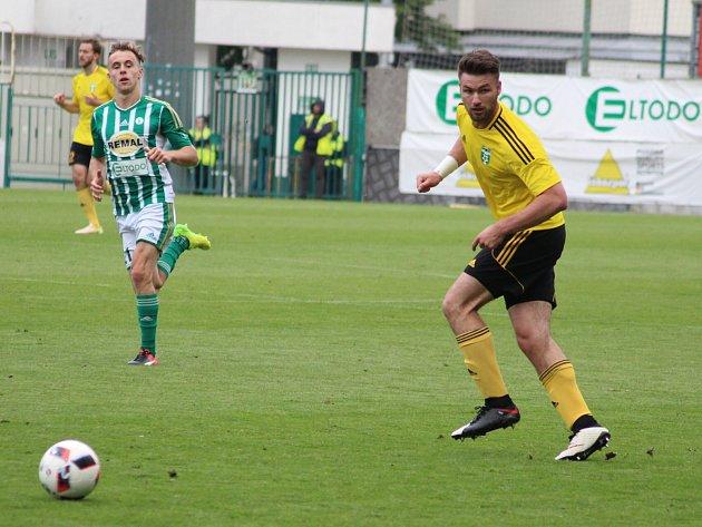 Tomáš Wágner (ve žlutém) věří, že se Karviná herně zvedne.