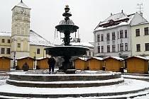 Přípravy vánočního jarmarku na Masarykově náměstí v Karviné.