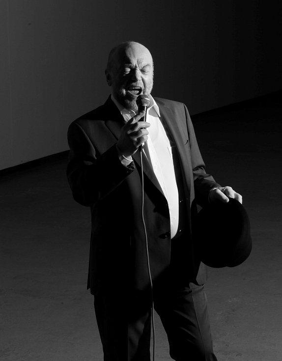 V rámci doprovodného programu vystoupí v Těšíně také slovenský zpěvák a hudebník Peter Lipa.