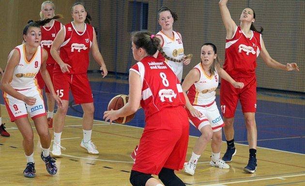 Zutkání I. ligy basketbalistek: Havířov (vbílém) - Jablonec nad Nisou.