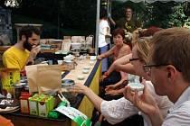 Svátek čaje. Takto se jmenuje jedno z vůbec největších a nejpestřejších setkání odborníků, milovníků i běžných fanoušků lahodného nápoje čaje, které se každým rokem koná na zámeckém vrchu v polské části Těšína.