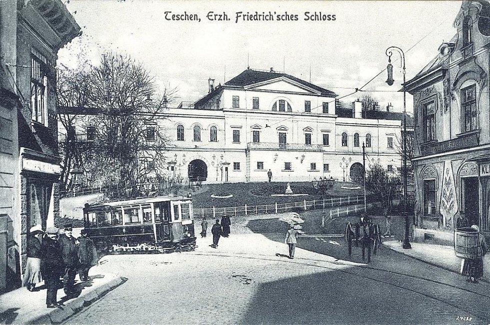 Dobový snímek z provozu tramvají v Těšínech.