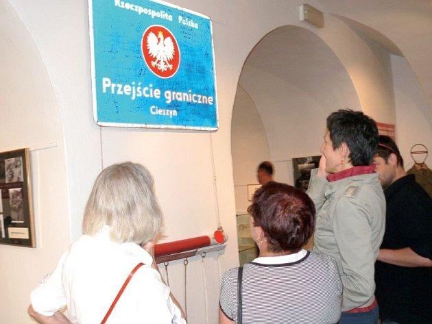 Na výstavě Dávno tomu na hranicích je k vidění spousta zajímavých muzejních exponátů připomínající hranice.