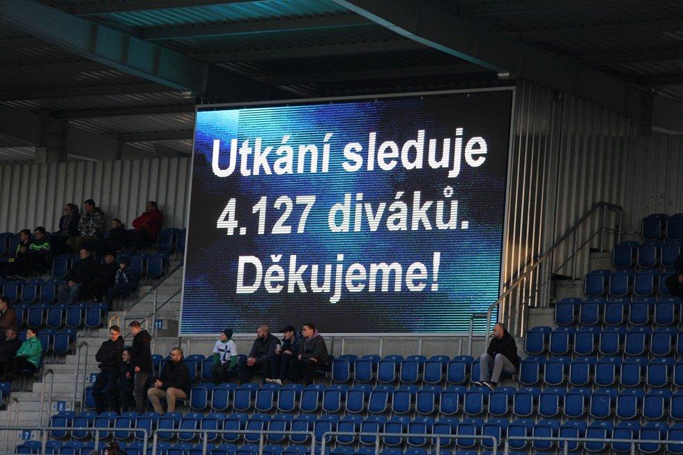 Karviná (v klasické razicí barvě) prohrála na Slovácku 0:2.