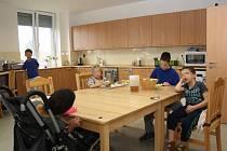 O rodinami opuštěné postižené děti z Benjamínku se starají dobrovolníci, kterých by brzy mohlo být více.