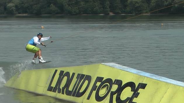 Těrlická přehrada hostila republikový šampionát wakeboardistů a wakeskaterů.