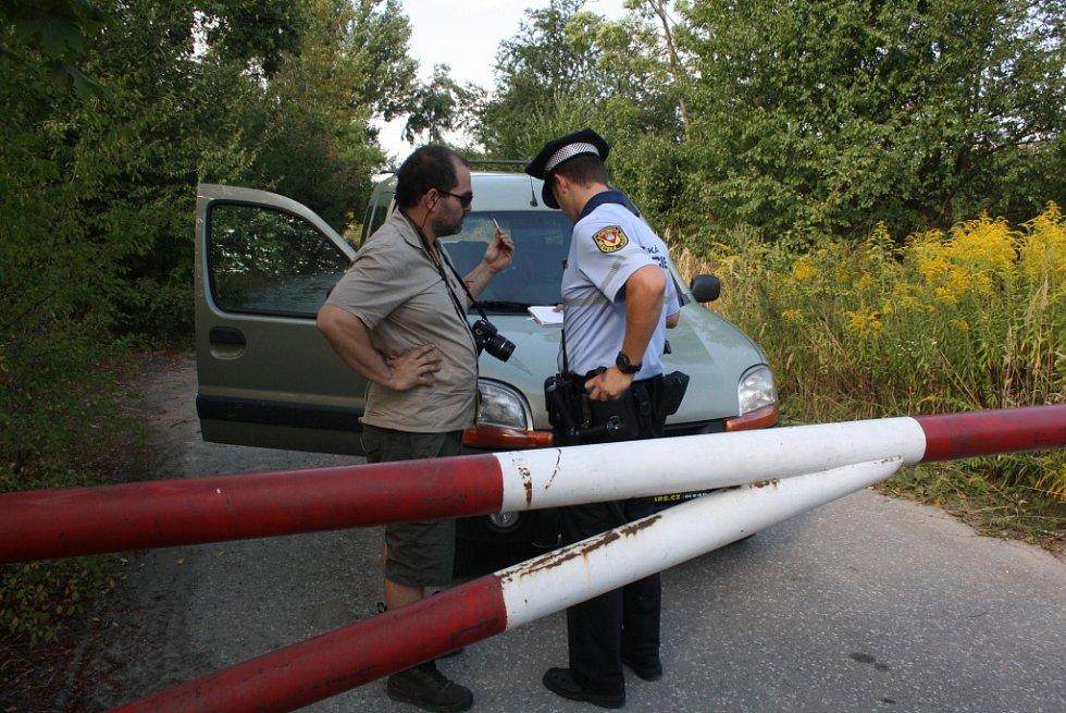 Bohdan Svorník při řešení uzavřené silnice v Havířově.
