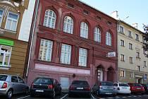 """Synagoga """"Schomre Schabos"""" v Božkově ulici v Českém Těšíně."""