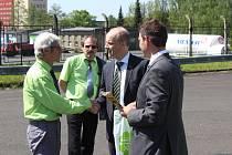 Ocenění řidičů ČSAD Havířov a Karviná za tisíce a miliony kilometrů bez nehody.