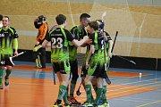 Florbalisté Petrovic (v zeleném) se doma prosadili a vedou ve finále soutěže 2:0 na zápasy.