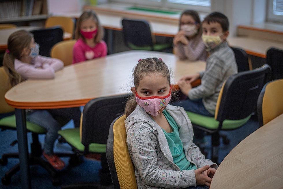 V ZŠ a MŠ Prameny proběhly zkoušky testů na koronavirus, 19. února 2021 v Karviné.