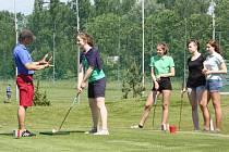 Karvinští školáci s výborným prospěchem měli možnost navštívit golfové hřiště v Lipinách.