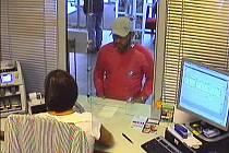 Muž zachycený kamerovým systémem.