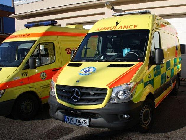 Nový sanitní vůz značky Mercedes s novými reflexními a zelenými polepy dostala rychlá záchranná služba v Havířově.