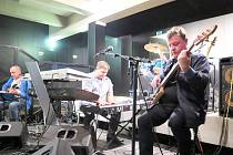 Bowle Band v klubu kina Centrum.