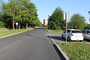 Ulice Astronautů v Havířově před zjednosměrněním úseku za odbočkou k Městské sportovní hale.
