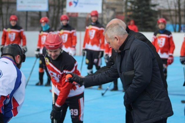 Čestné buly před zápasem Karviná - Opava.
