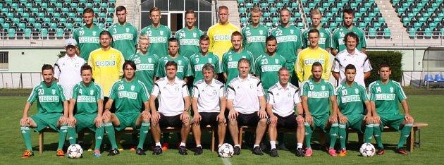 Kompletní karvinský druholigový tým se fotografoval na oficiální snímek pro novou sezonu.
