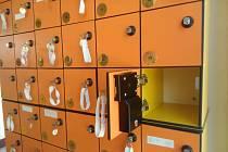 Bezpečnostní skříňky na karvinském koupališti.