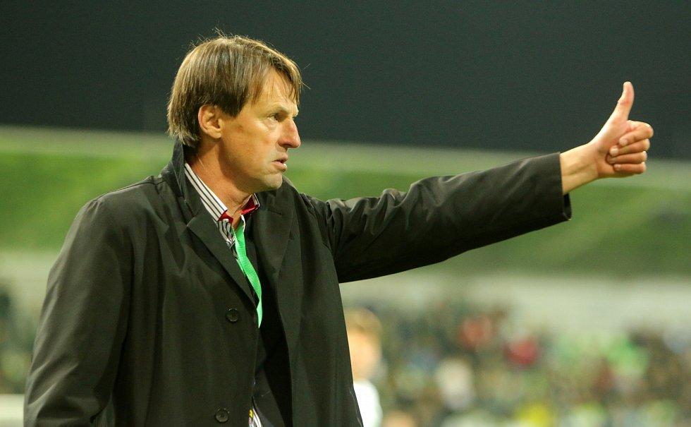 Trenér Karviné František Straka v průběhu derby.