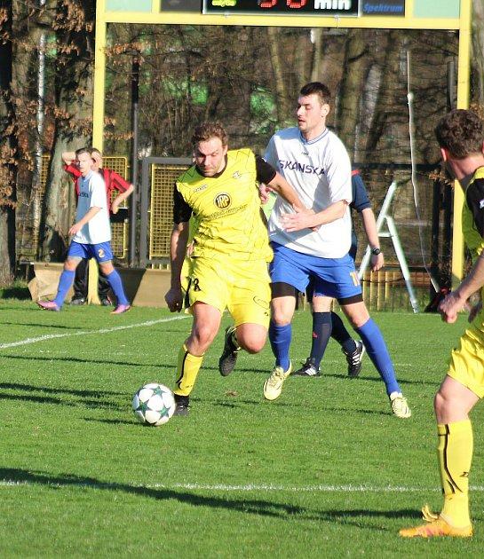 Těšíňané (ve žlutém) hráli sVendryní nerozhodně 2:2.