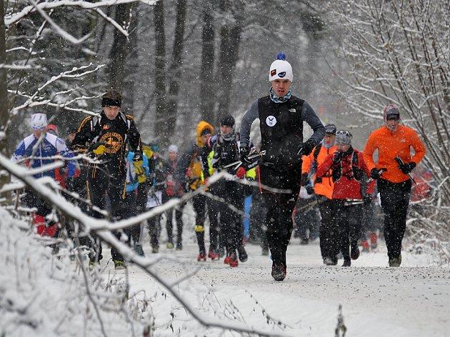 Adam Ondruch (v popředí) vedl orlovskou výpravu na extrémní vytrvalecký horský běh. Orlovští borci byli velmi úspěšní.
