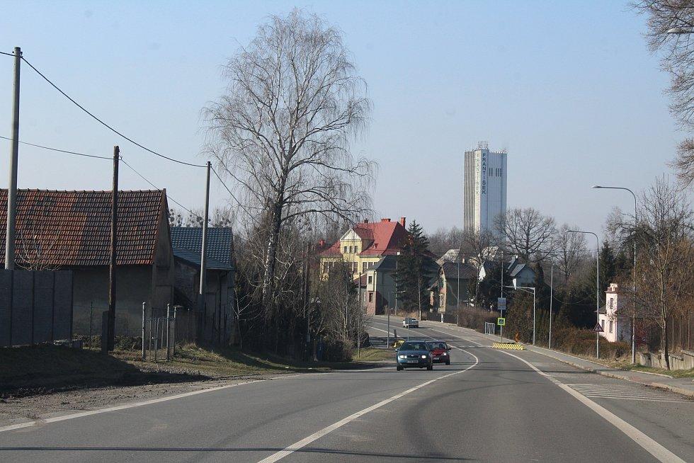 Horní Suchá. Průjezd obcí ve směru od Stonavy