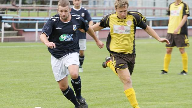 Robert Schimke (vlevo) zařídil v Těšíně vítězný gól svého týmu.