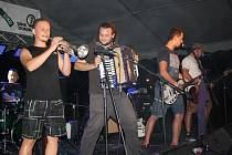 Festival místních kapel na Lodičkách.