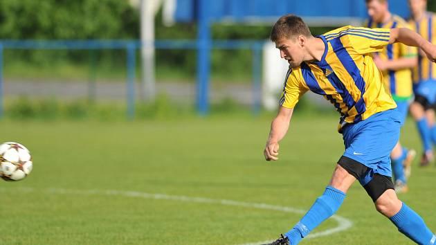 Ani útočník David Jatagandzidis, který v sezoně nastřílel v dresu Bohumína devět branek, nezabránil vysoké porážce na půdě lídra krajského přeboru z Petřkovic.