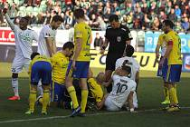 Stoprocentní jsou zatím fotbalisté Karviné (v bílém) při domácích ligových zápasech se Zlínem. Naposledy ho porazili na vlastním hřišti 2:0, a to letos v únoru.