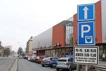 Placené parkoviště u OD Elan.