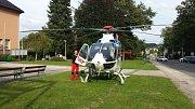 Vrtulník záchranné služby na místě nehody.