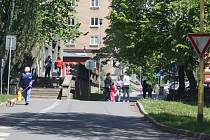 Mnozí obyvatelé Šumbarku si žijí poklidný život. Některým k bydlení v této čtvrti pomohl spolek Šumbarák.