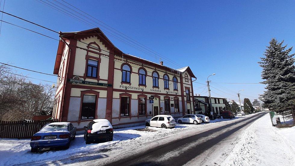 Hornická obec Stonava před 30 lety doslova vstala z popela. Dnes má necelých 2000 obyvatel a velmi dobrou infrastrukturu. Dělnický dům.