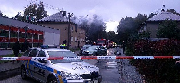 Místo, kde jeden muž zemřel a jeho matka byla zraněna při výbuchu plynu.