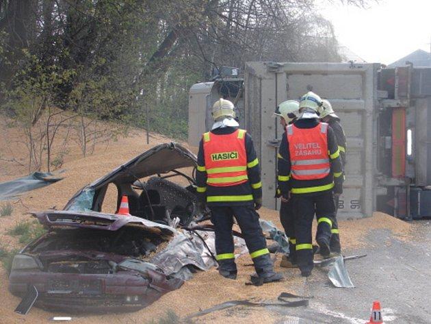 Nehoda osobního automobilu s kamionem v Bohumíně.