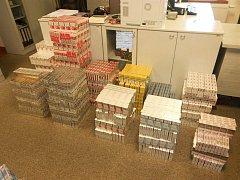 73 tisíc neznačených cigaret celníci odhalili na půdě bohumínské prodejny.
