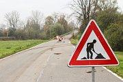 Oprava silničního nadjezdu mezi obcemi Dětmarovice a Petrovice by měla být hotová do konce dubna příštího roku.