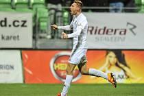 Jan Kalabiška se běží radovat ze své krásné vítězné trefy do sítě Jablonce.