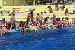 Tropické vedro přilákalo v pátek na havířovské Městské koupaliště kolem dvou tisíc lidí. Živo bylo ve všech bazénech. Zejména děti si pořádně užily různé vodní atrakce.