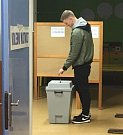 Student Sportovního gymnázia v Ostravě Alex Dehier, volil v Havířově v pátek, přestože osmnáctiny oslavil až v sobotu. Jeho hlas je ale platný, volební zákon tuto možnost připouští.