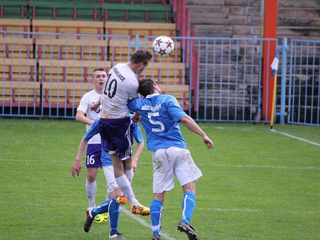 Havířov (v modrém) zdolal Mohelnici šťastným gólem v závěru.
