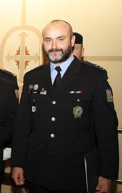 Policejní kynolog Aleš Mrazík zKarviné je Policistou roku 2018.