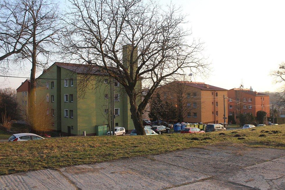 Dolní Lutyně. bytovky pod statkem