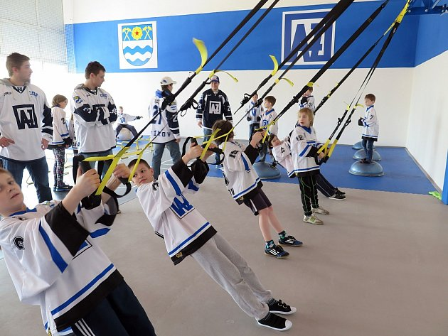 Speciální kondiční prostor ve Víceúčelové hale v Havířově slavnostně otevřeli zástupci města a hokejového klubu AZ Havířov.