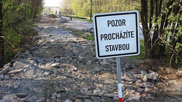 Stavba chodníku na Dlouhé třídě v Havířově-Životicích.